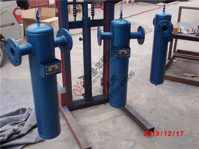 一、旋风式汽水分离器简介 汽水分离器俗称气液分离器又名汽水分离器、气液分离器、汽水分离器,主要用于压缩空气、蒸汽、甲烷、煤气、氢气、氮气等各种气体中除汽水的最简单的使用设备。 二、旋风式汽水分离器工作原理 通过五级分离—降速、离心、碰撞、变向、凝聚等原理,除去压缩空气(气体)中的液态汽、水份,达到净化的作用。湿气在冷却过程中冷凝后在分离器中当班迫使气体改变方向,安适当的速度选装,产生离心力高效的分离出液体可颗粒,再次期间排水器要及时排放出冷凝液,此汽水分离器常安置在后冷却器的后面,因为进气温